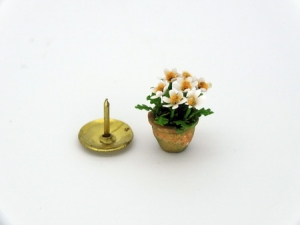 Handmade 1/24th/half Scale Dollshouse Daisies