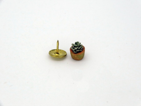 "Handmade Dollshouse 1/24th scale ""Hen & Chicks"" Succulent"